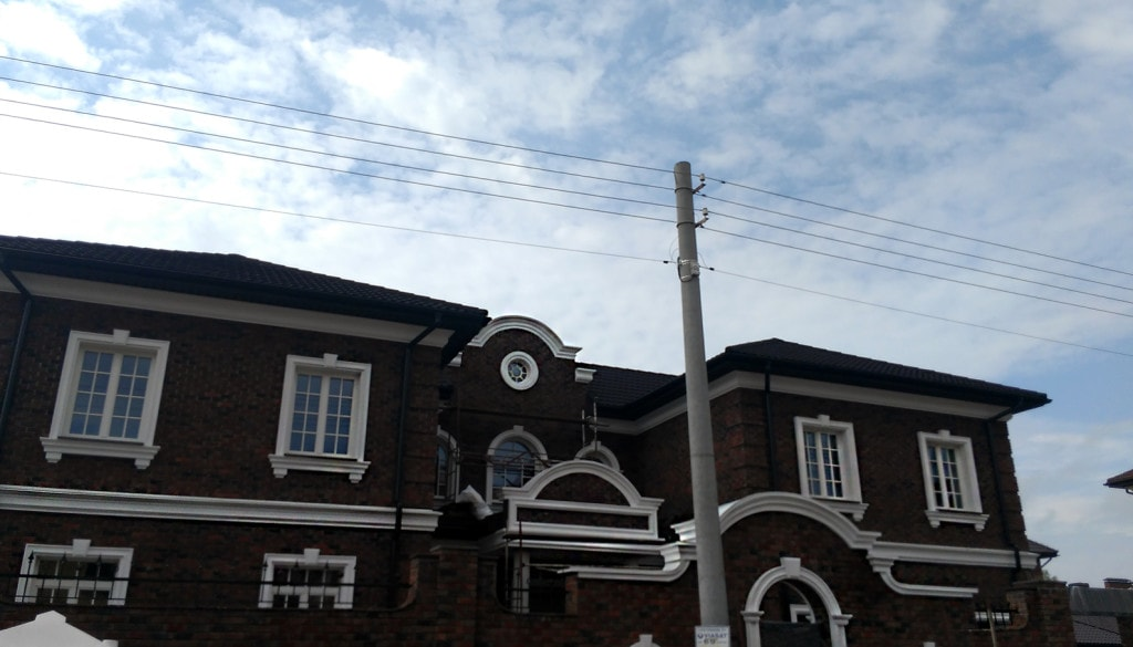 проект фасада дома с лепниной