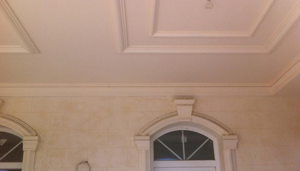 потолок с полиуретана