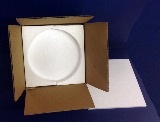 Упаковка тарелок с пенопластом
